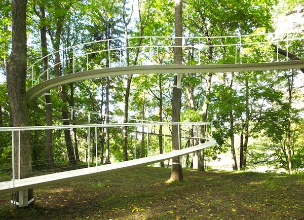 A-path-in-the-woods-Kondo-Architects-4