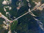 Китай завершил строительство стеклянного моста длиной 393 метра